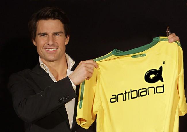 TC2 650x458 Tom Cruise holds up his Antibrand t shirt