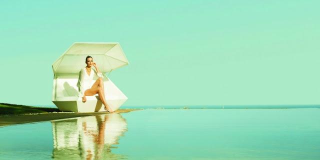 outdoor sunbathing1 Stylish And Elegant Faz Daybed by Ramon Esteve for VONDOM