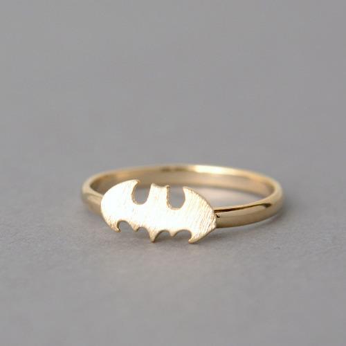 tumblr mip6kvgksD1qiqf01o1 500 The Gold Batman Ring