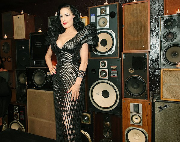 Dita Von Teese Dita Von Teese Looking Sexy in Stylish 3D Printed Dress