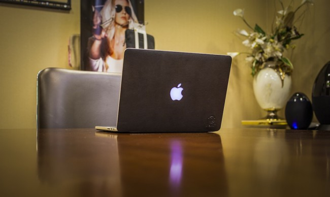 One black mac 2 650x388 onanoff MacBook Leather Skins   Black
