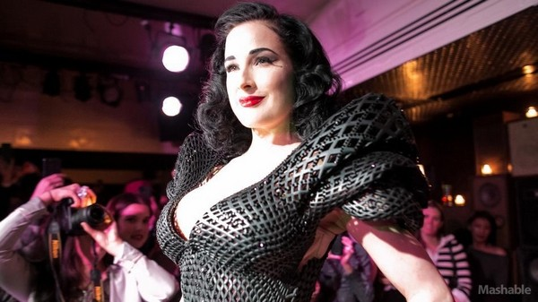 Style Icon Dita Von Teese Dita Von Teese Looking Sexy in Stylish 3D Printed Dress