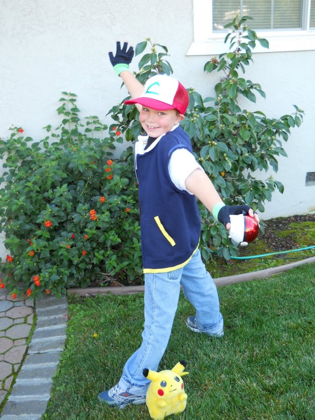 ash ketchum costume 3.25.6 650x866 Are you the fans of  pokemon ash ketchum ?