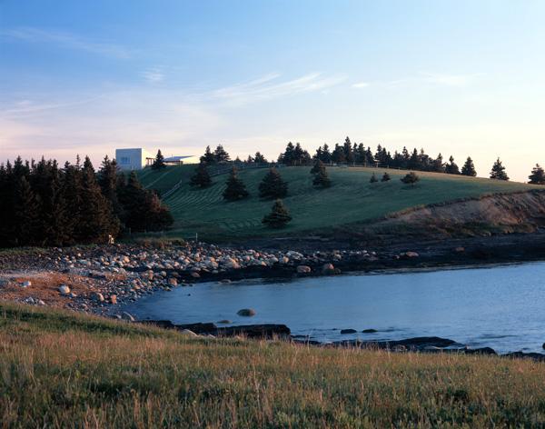 154 Hill House in Nova Scotia by MacKay Lyons Sweetapple Architects