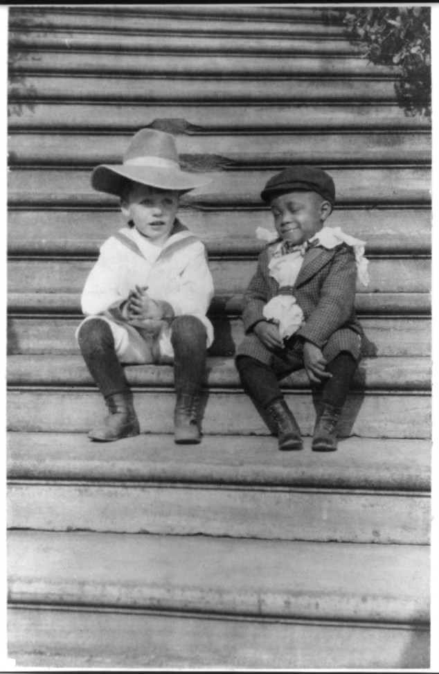 Quentin Roosevelt and Roswell Pinckney 01 Interesting Photograps of Theodore Roosevelt's Youngest Son Quentin Playing with His Friend, 1902