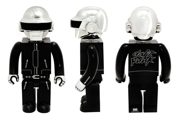 daft punk silly thing 1000 kubrick set closer look 2 Daft Punk Kubrick figures