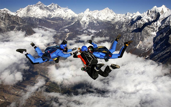1108 Skydiving over the Mt. Everest