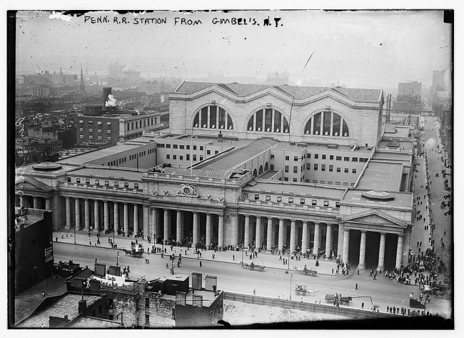 Black White Photos of Pennsylvania Station in The 1910s 20s 2 650x473 Black & White Photos of Pennsylvania Station in The 1910s 20s