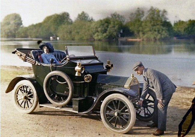 Color Photos of Cars 100 Years Ago 2 650x457 Color Photos of Cars 100 Years Ago