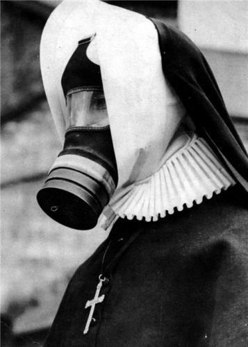 Funny Photos of Old Portraits in Gas masks 1 Funny Photos of Old Portraits in Gas masks