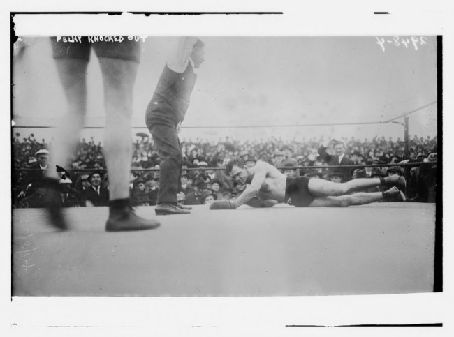 Old Photos of Boxing 100 Years Ago 5 650x483 Old Photos of Boxing 100 Years Ago