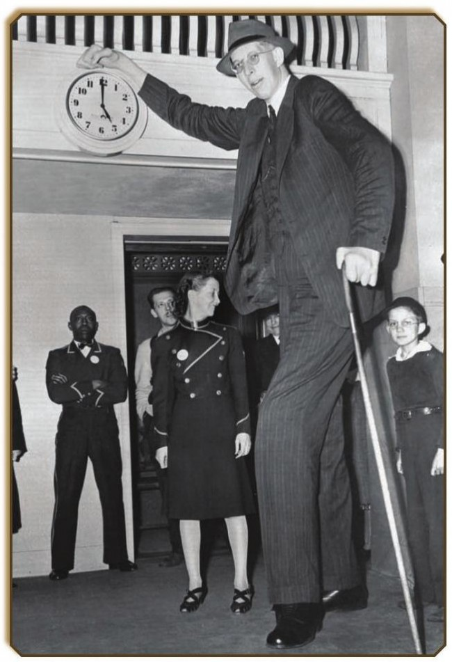 Robert Wadlow 1 650x951 Photos of Robert Wadlow   The Tallest Person in History