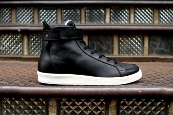 adidas slvr cupsole white black 02 570x379 Adidas Slvr Cupsole Sneakers
