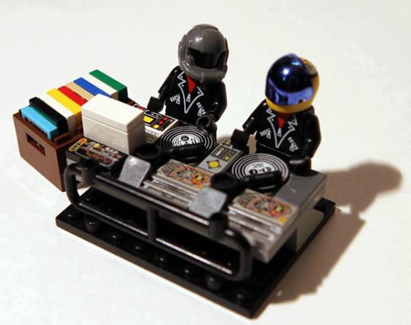 ysQMl8s 600x474 LEGO Daft Punk