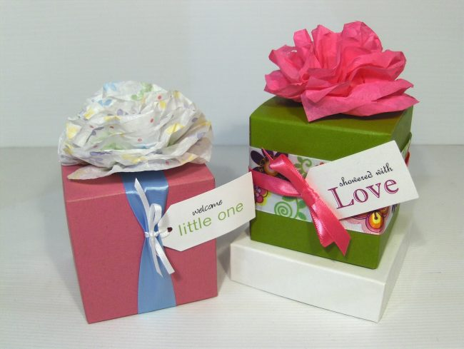 Mini Tissue Flowers Samples HPIM85521 650x489 Examples Of Creative Gift Wrapping Vital For Success Of Online Gift Stores