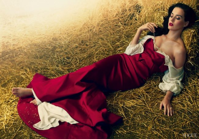 katyperryvogue01 650x455 Gorgeous Katy Perry Dazzles for Vogue