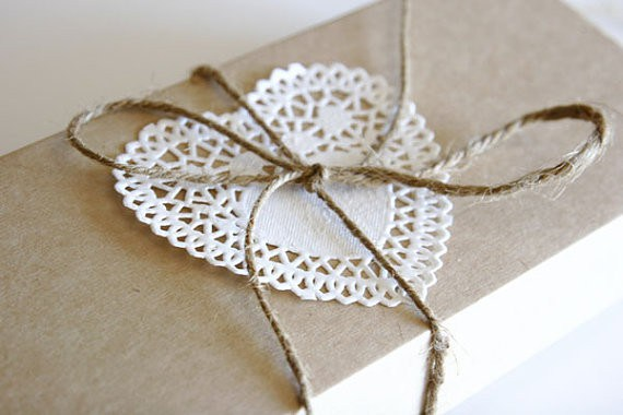 kraft box with doily twine trim1 Examples Of Creative Gift Wrapping Vital For Success Of Online Gift Stores