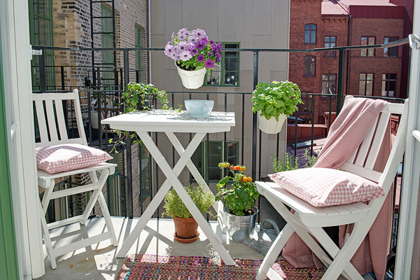 Small Patio Decorating 02 1 Kindesign 46 Inspiring small veranda decorating ideas