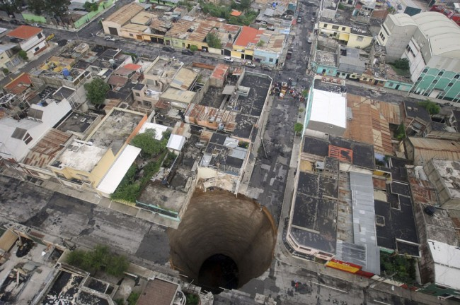The Sinkholes What happens When the Earth Opens Up 19 @ GenCept 650x432 The Sinkholes: What happens When the Earth Opens Up