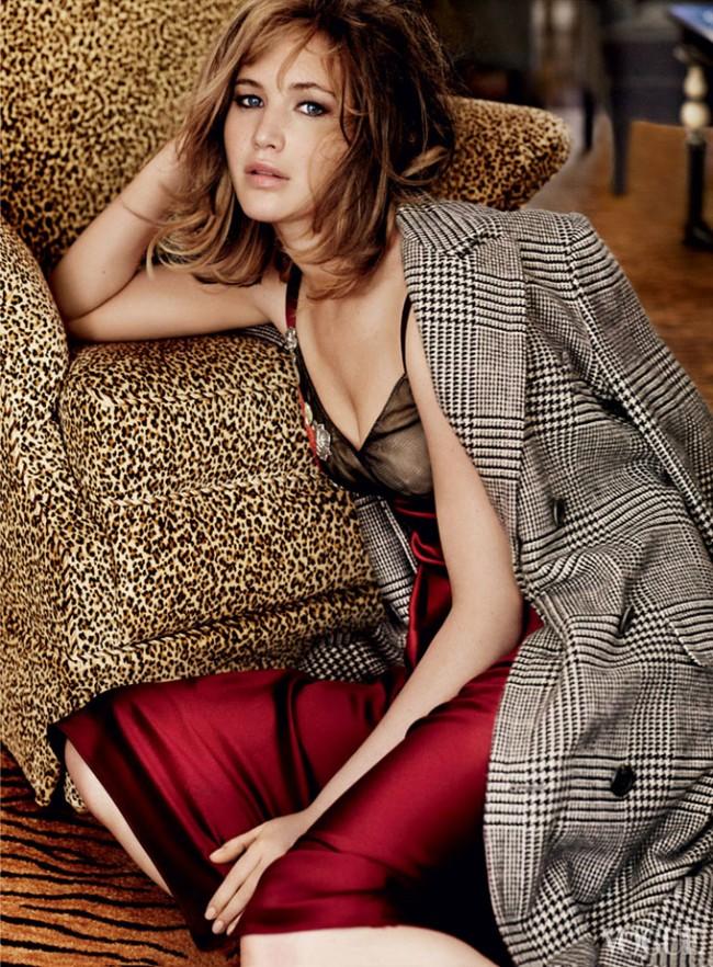 Jennifer Lawrence Vogue US Mario Testino 04 650x882 Jennifer Lawrence for Vogue US