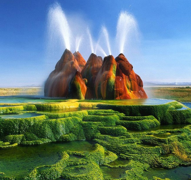 fly geyser nevada 1 650x611 No Painting, No Special Effects! Natural Geyser in Nevada