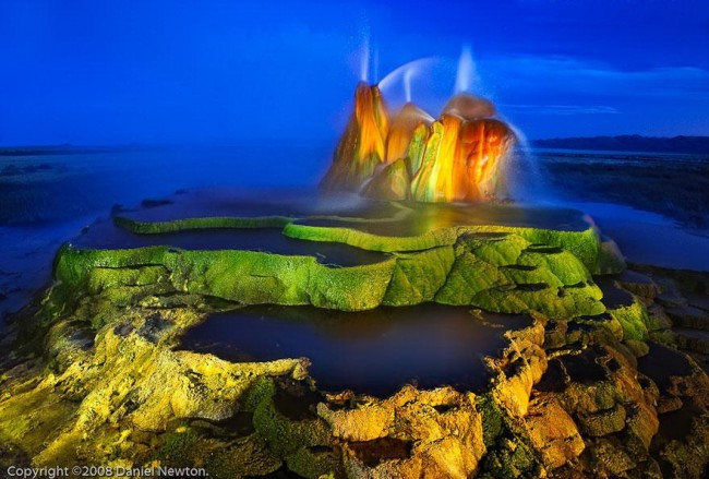 fly geyser nevada 4 650x439 No Painting, No Special Effects! Natural Geyser in Nevada