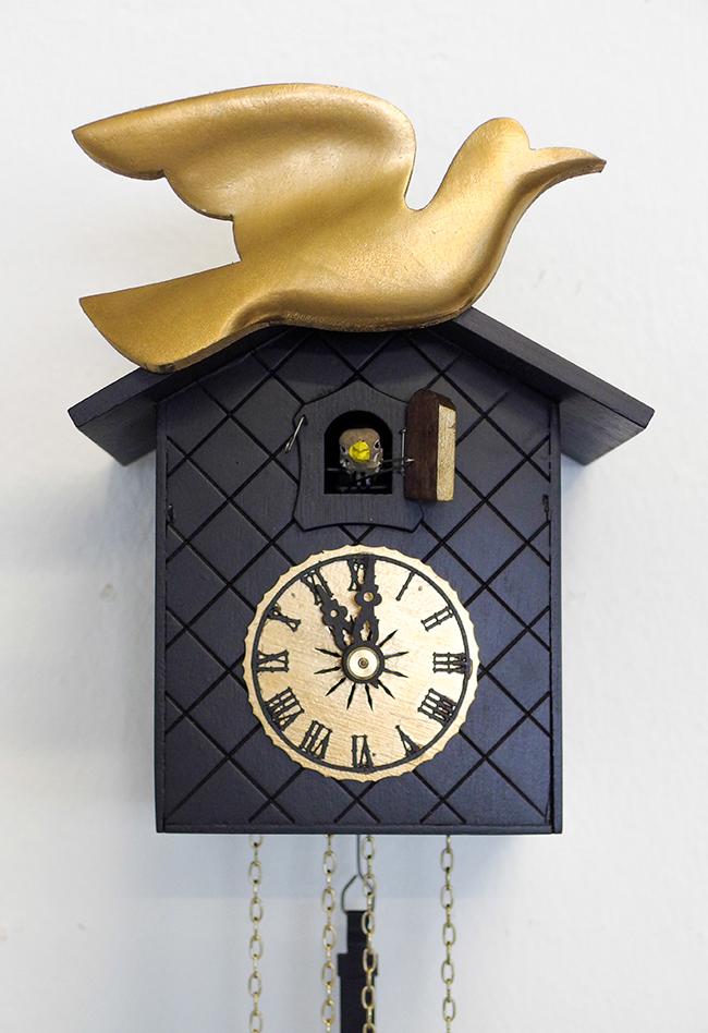 03 HansGreta Naked Glam Naked Glam: the cuckoo clock dressed in black & gold