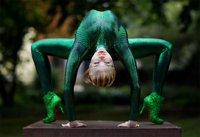 1207 Photo of the Day: A Snake girl