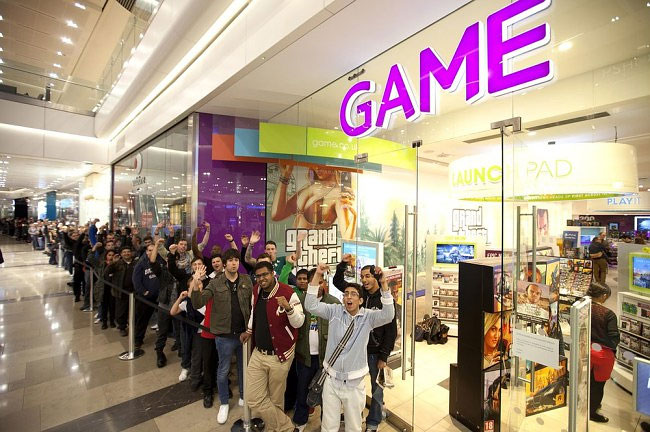 1273 Grand Theft Auto V Draws Fans to Midnight Launches