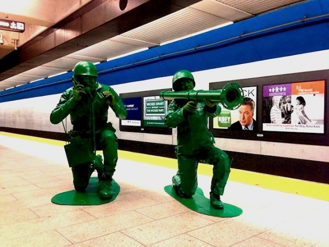 greenarmymencostume1 650x487 Halloween Couple in Homemade Green Army Men Costumes