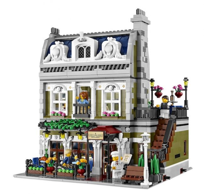 lego parisian cafe 01 650x620 LEGOs Beautifully Detailed Parisian Restaurant