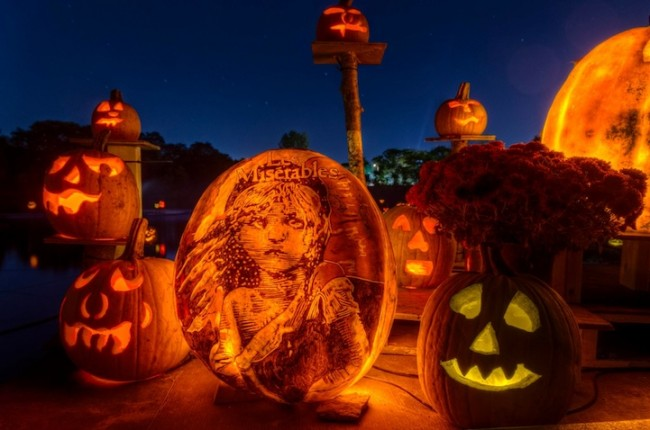 pumpkin carvings 12 650x430 Spectacular Jack O Lanterns Brilliantly Carved and Lit Up
