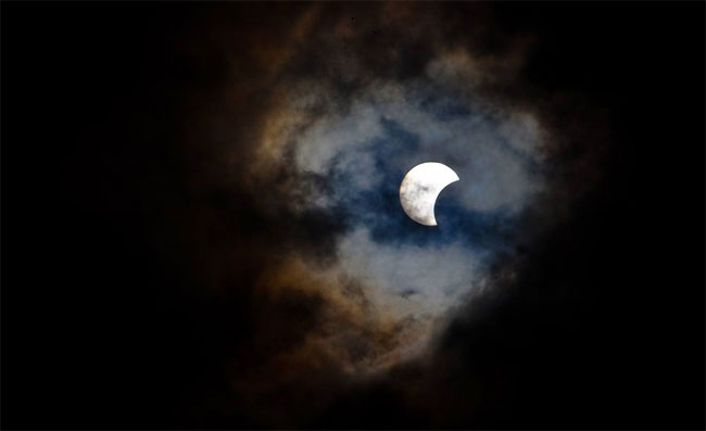 118 Rare Hybrid Total Solar Eclipse