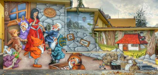 1399475 226245904209961 573218752 o 650x308 Wall painting in Kids rehab and social center in Burgas by Me Click