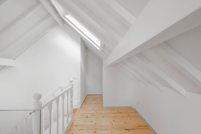 three cusps chalet by tiago do vale architects 13 650x433 A Minimal Chalet in the Historical City Center of Braga