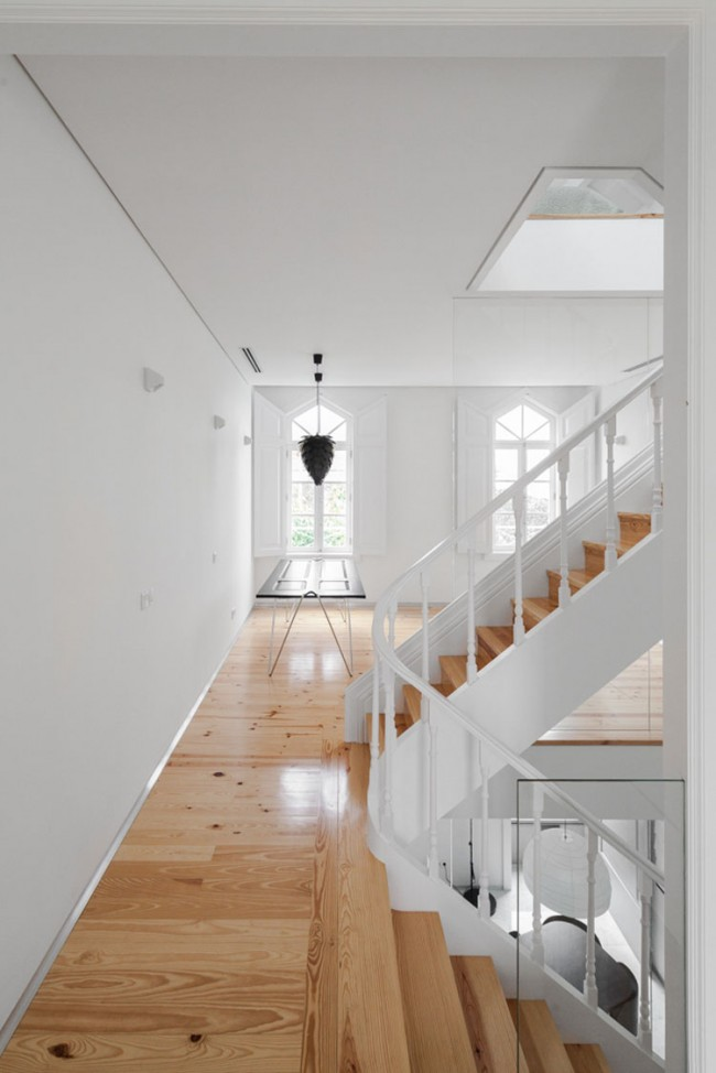 three cusps chalet by tiago do vale architects 7 650x974 A Minimal Chalet in the Historical City Center of Braga