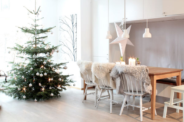 Scandinavian Christmas Decorating Ideas 01 1 Kindesign 73 Brilliant Scandinavian Christmas decorating ideas