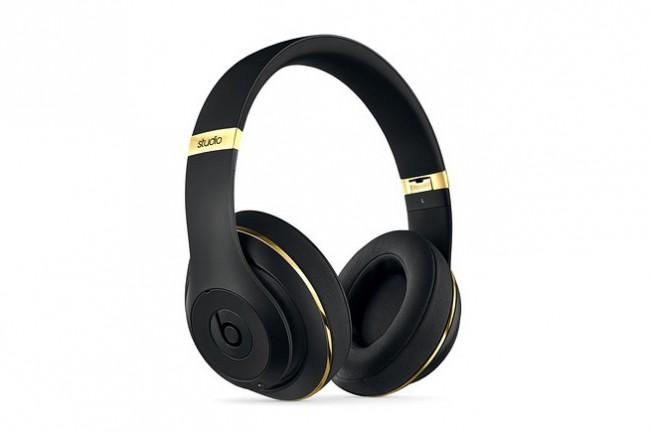 alexander wang x beats by dre beats studio headphones 650x433 Alexander Wang x Beats by Dr. Dre