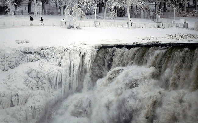 1141 Spectacular Photographs Show the Moment Niagara Falls Froze in Polar Vortex