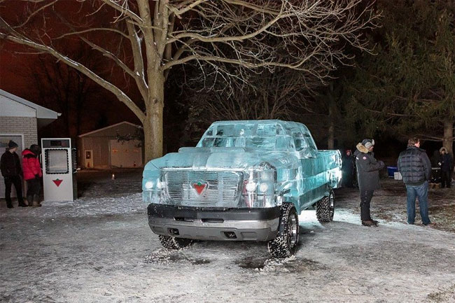 123 Fully Functional and Driveable Truck Made of Ice