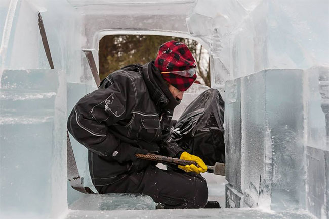 124 Fully Functional and Driveable Truck Made of Ice