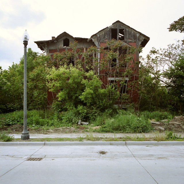 1319723422 10 640x640 100 Abandoned Houses by Kevin Bauman