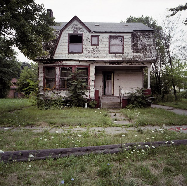 1319723424 7 640x636 100 Abandoned Houses by Kevin Bauman