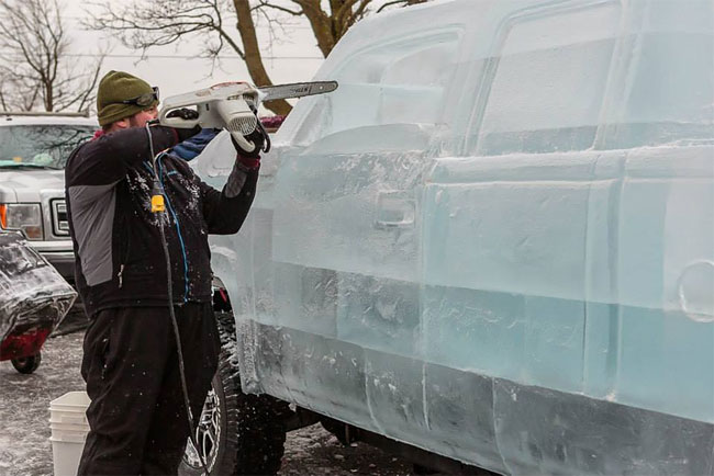 132 Fully Functional and Driveable Truck Made of Ice