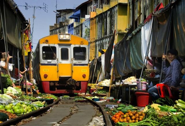 1356897242 6 640x437 Maeklong Railway Market