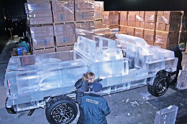 72 Fully Functional and Driveable Truck Made of Ice