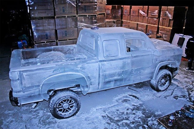 82 Fully Functional and Driveable Truck Made of Ice