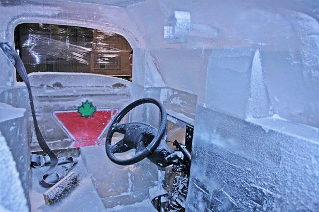92 Fully Functional and Driveable Truck Made of Ice