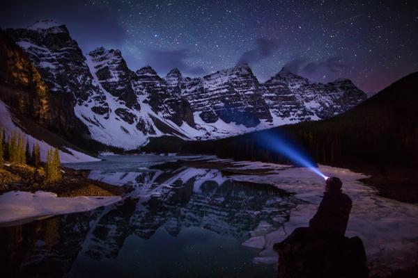 Paul Zizka Taking Selfshots In The Canadian Rockies 5 Paul Zizka Taking Selfshots In The Canadian Mountains