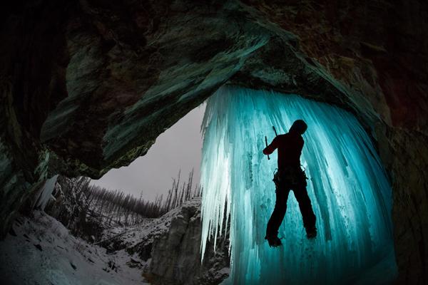 Paul Zizka Taking Selfshots In The Canadian Rockies 9 Paul Zizka Taking Selfshots In The Canadian Mountains